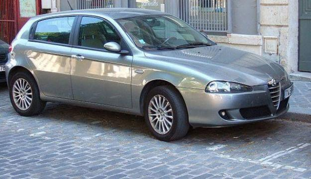 alfa romeo 147 1 9 jtd distinctive photos and comments. Black Bedroom Furniture Sets. Home Design Ideas