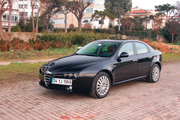 alfa romeo 159 1 9 jtdm distinctive photos and comments. Black Bedroom Furniture Sets. Home Design Ideas