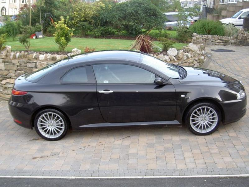 alfa romeo gt 1 9 jtd photos and comments. Black Bedroom Furniture Sets. Home Design Ideas