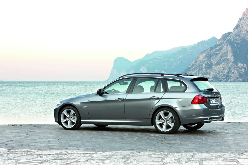 bmw 320d xdrive touring photos and comments. Black Bedroom Furniture Sets. Home Design Ideas
