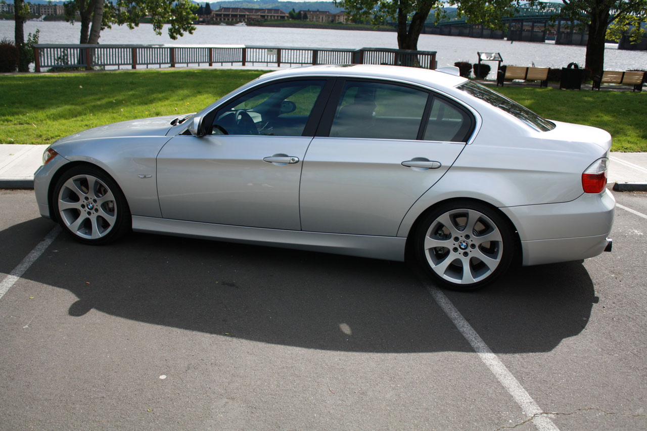 bmw 335 xi sedan-pic. 2