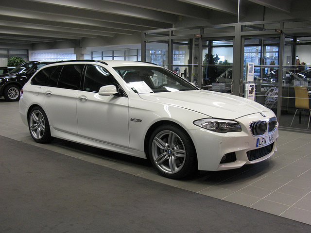 bmw 530d touring photos and comments. Black Bedroom Furniture Sets. Home Design Ideas