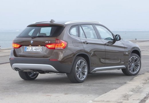 bmw x1 sdrive18d photos and comments. Black Bedroom Furniture Sets. Home Design Ideas