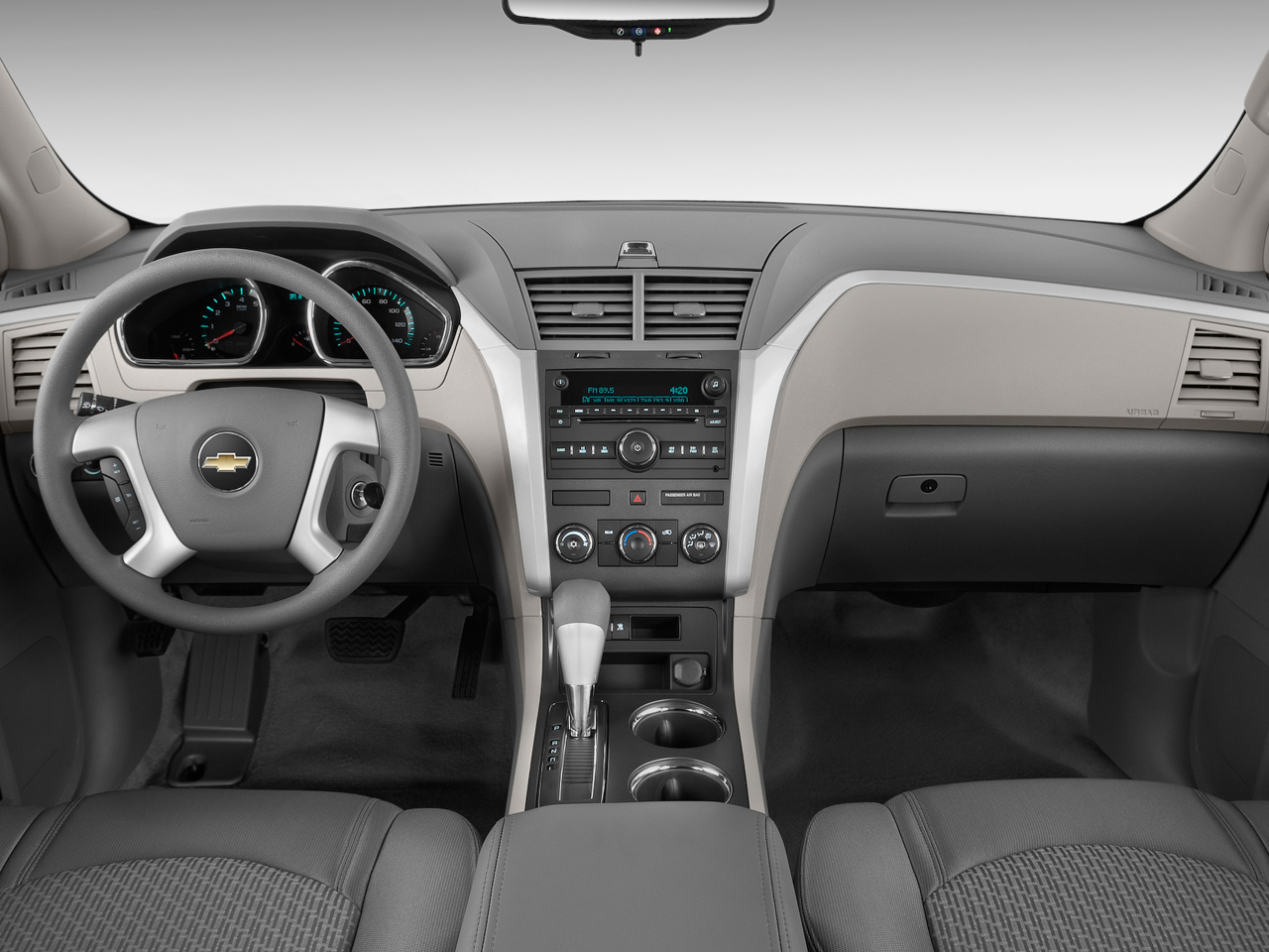 chevrolet traverse ls-pic. 2