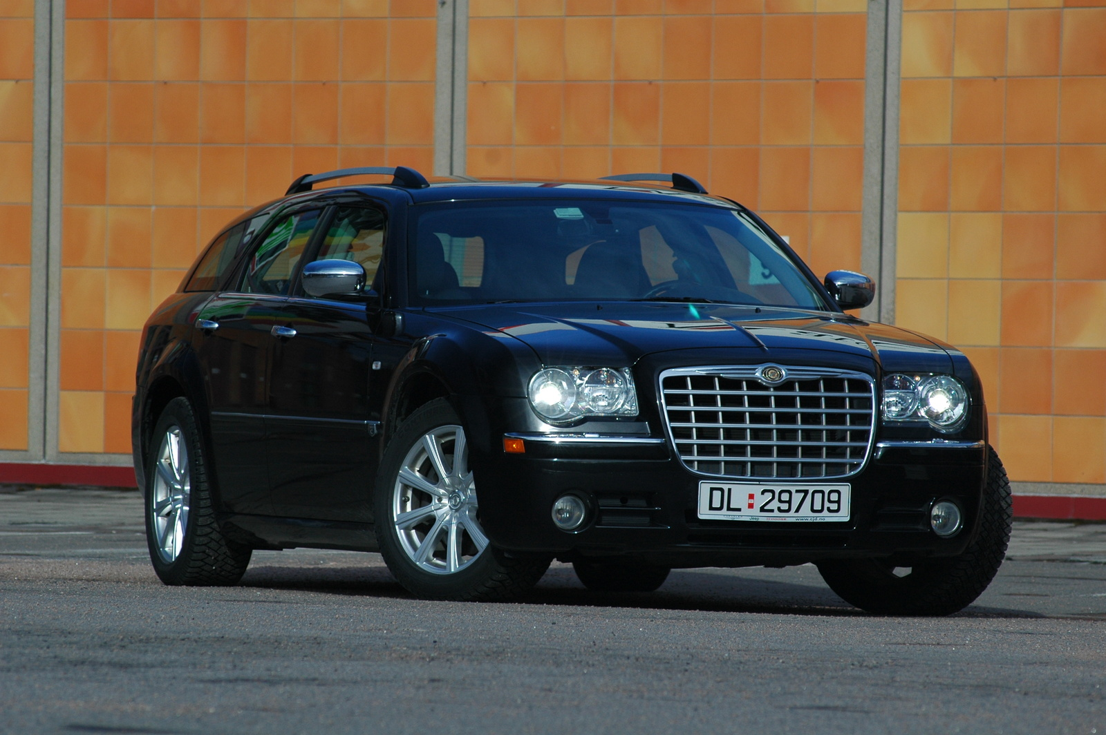 chrysler 300 touring awd #6
