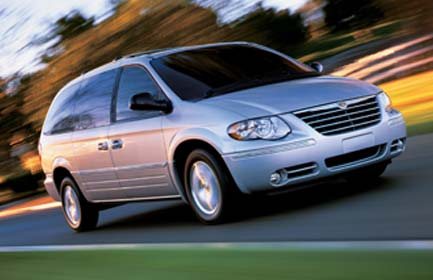 chrysler town & country 3.3-pic. 2