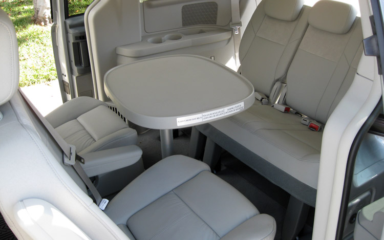 chrysler town & country limited-pic. 3