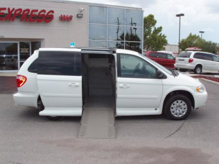 chrysler town & country lx-pic. 2