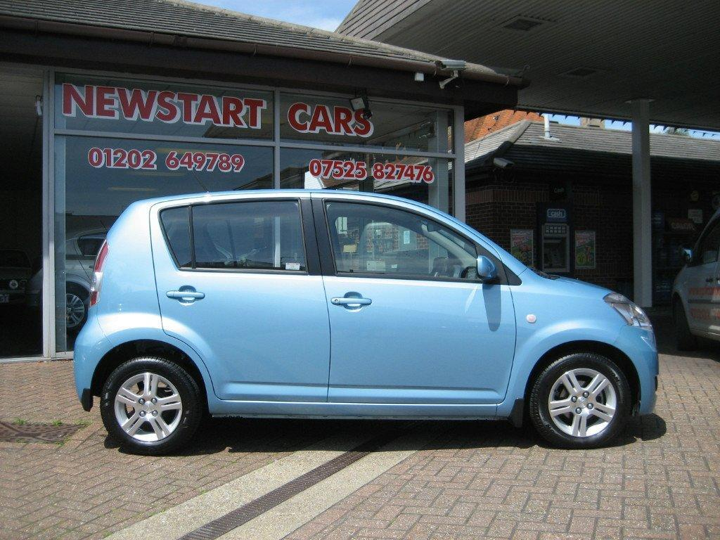 daihatsu sirion 1 3 automatic photos and comments. Black Bedroom Furniture Sets. Home Design Ideas