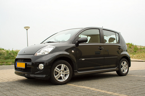daihatsu sirion 1 3 sport photos and comments. Black Bedroom Furniture Sets. Home Design Ideas