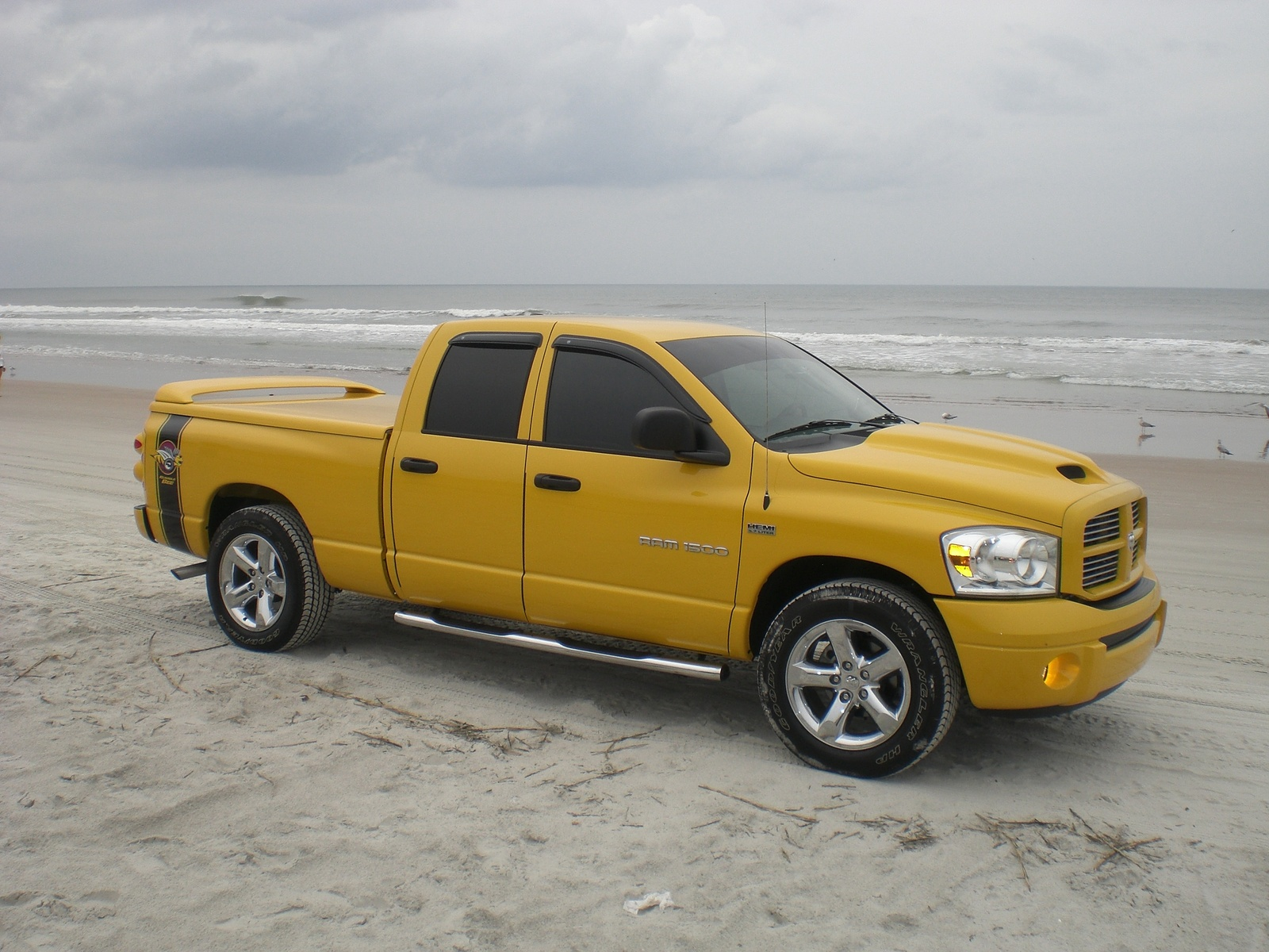 dodge ram 1500 quad cab sport photos and comments. Black Bedroom Furniture Sets. Home Design Ideas