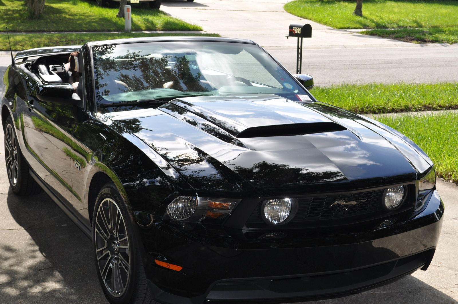 ford mustang gt premium convertible-pic. 2