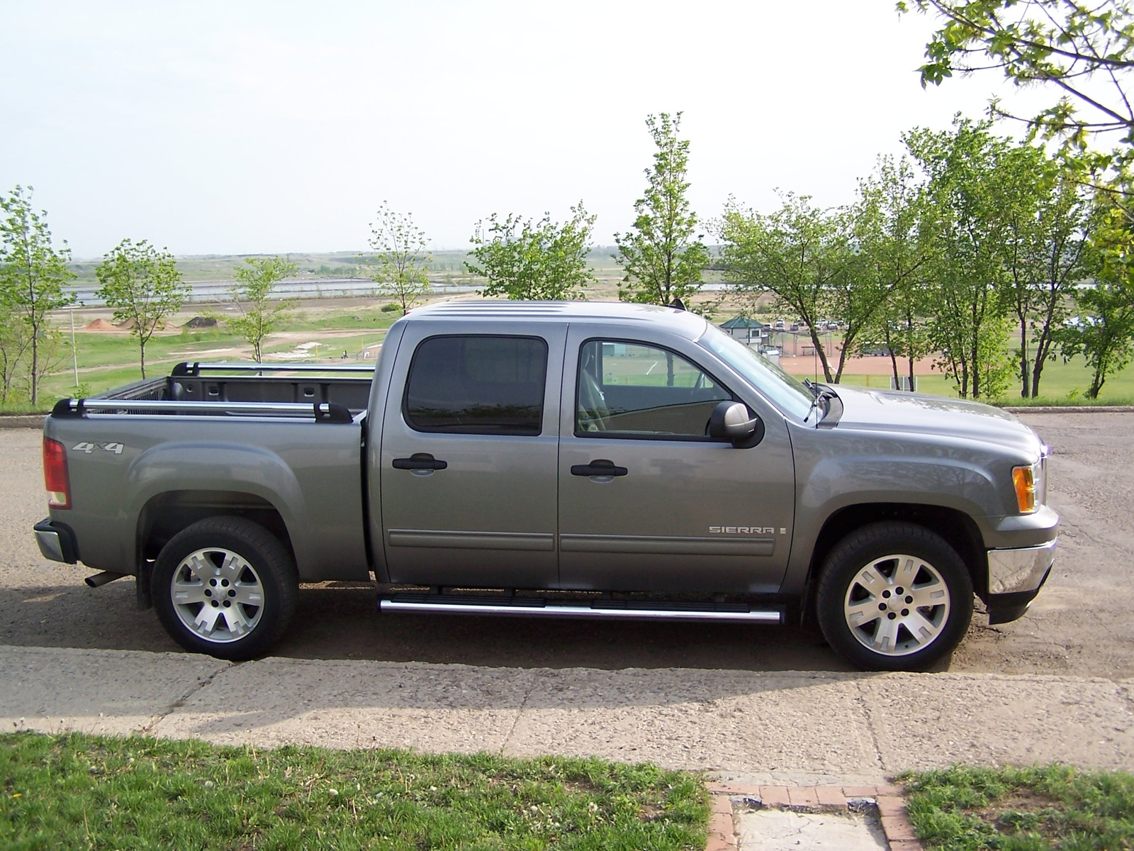 gmc sierra 1500 crew cab photos and comments. Black Bedroom Furniture Sets. Home Design Ideas