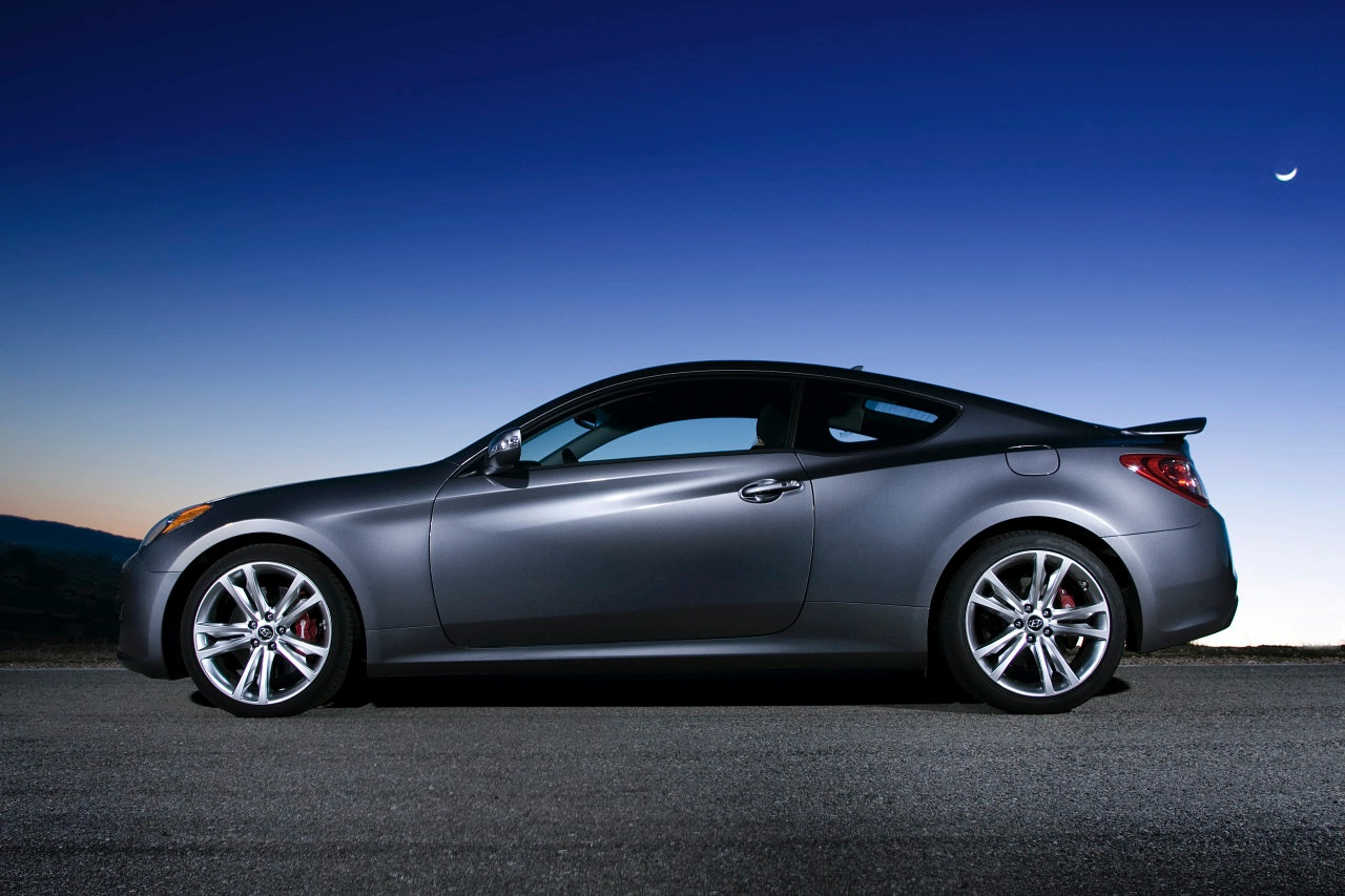 hyundai genesis coupe premium photos and comments. Black Bedroom Furniture Sets. Home Design Ideas