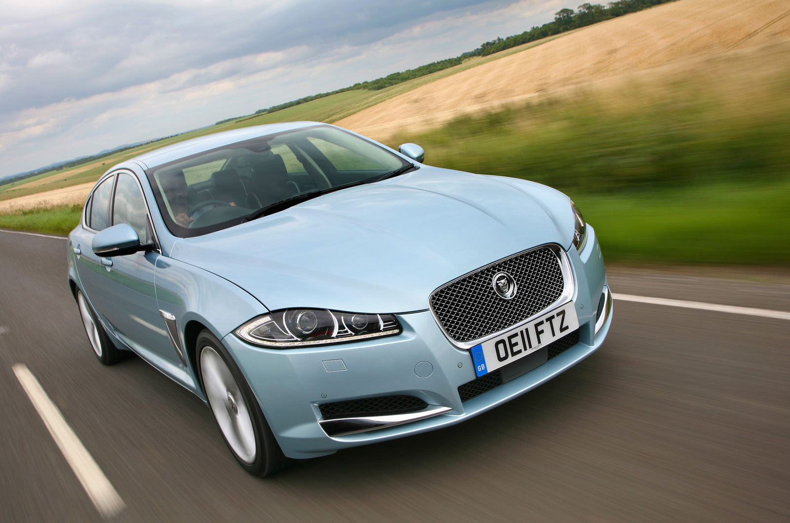 jaguar xf 3.0d luxury-pic. 1