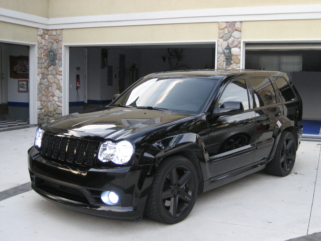 jeep grand cherokee srt8-pic. 2