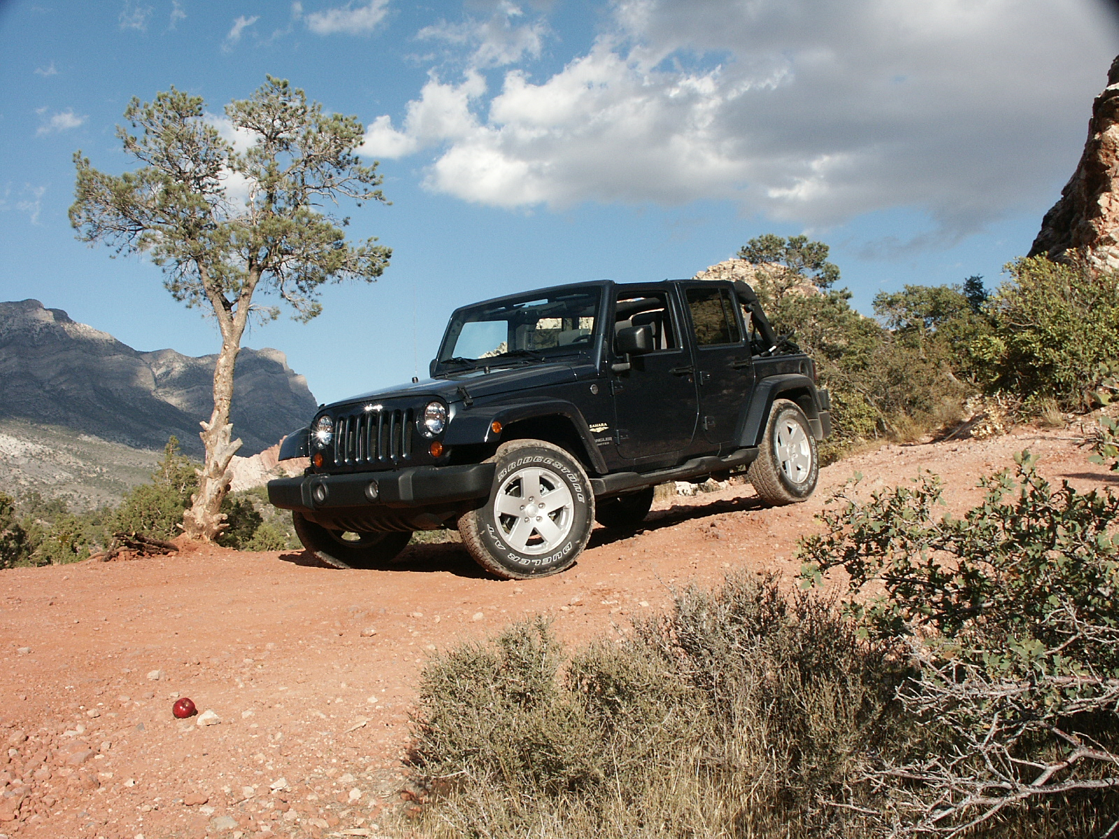 jeep wrangler unlimited sahara 4x4-pic. 1