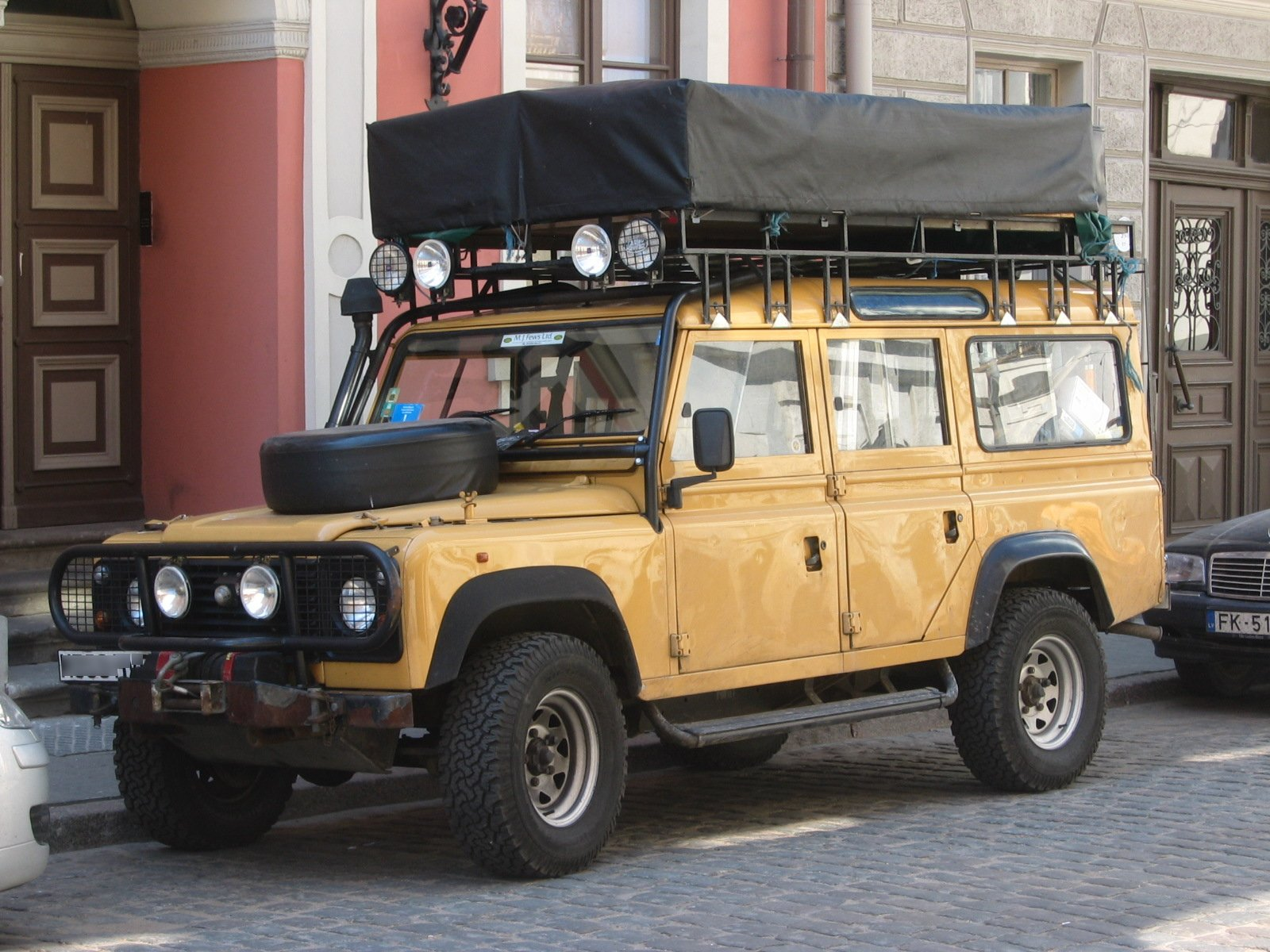 land rover 110 station wagon photos and comments. Black Bedroom Furniture Sets. Home Design Ideas