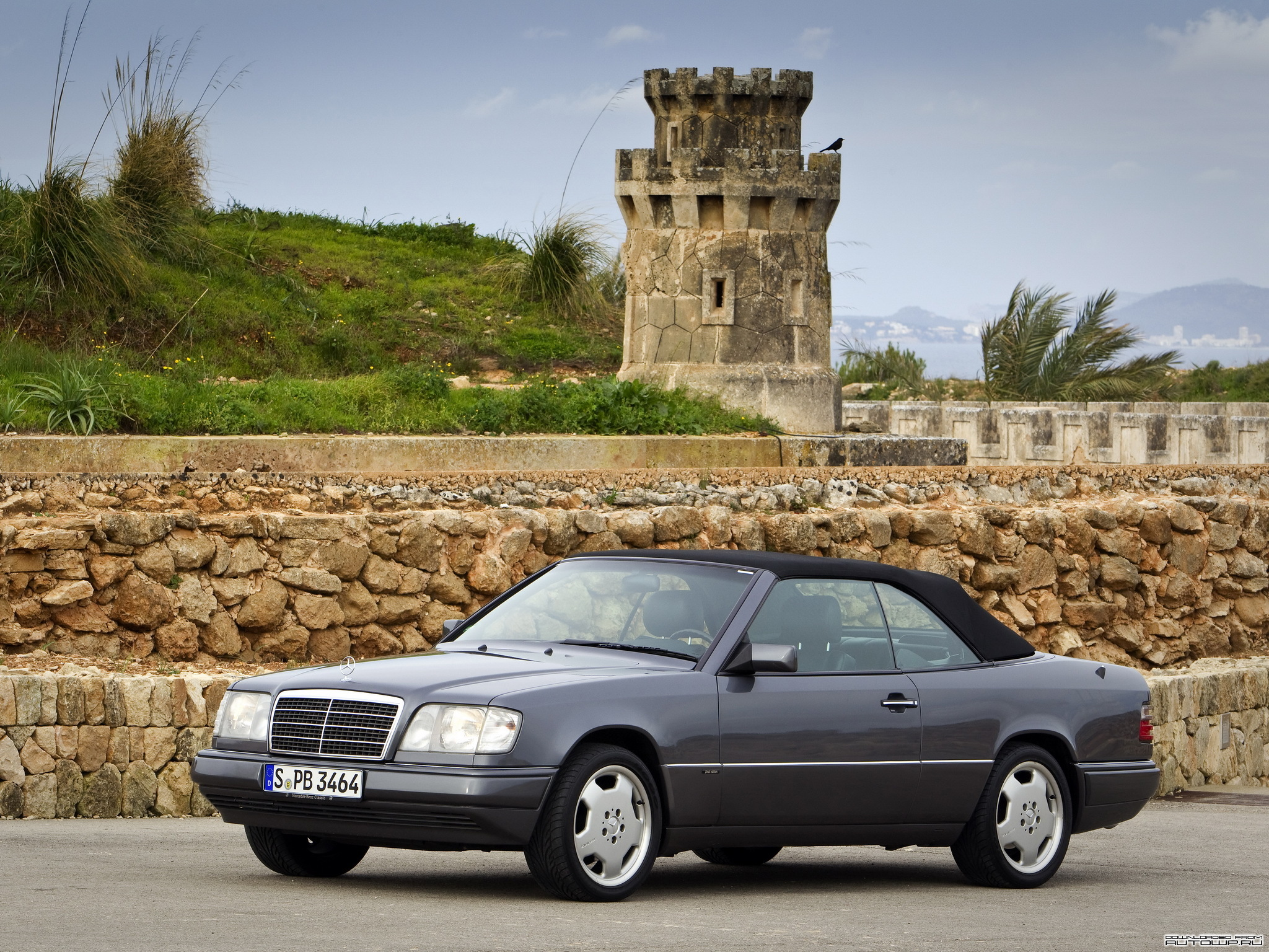 mercedes benz e 220 cabrio photos and comments. Black Bedroom Furniture Sets. Home Design Ideas