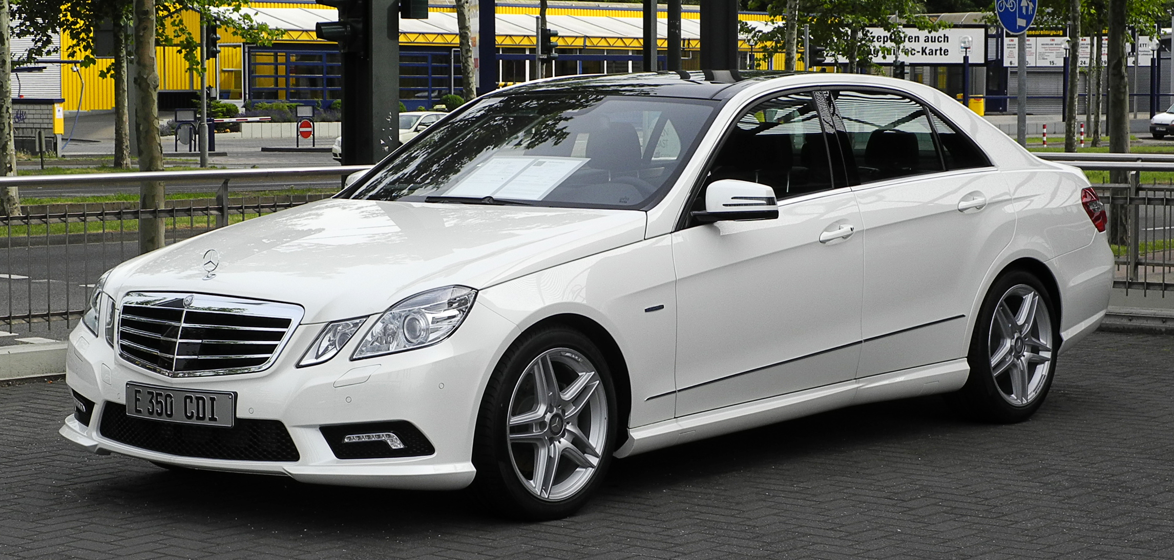 mercedes benz e 350 cdi 4matic photos and comments www. Black Bedroom Furniture Sets. Home Design Ideas