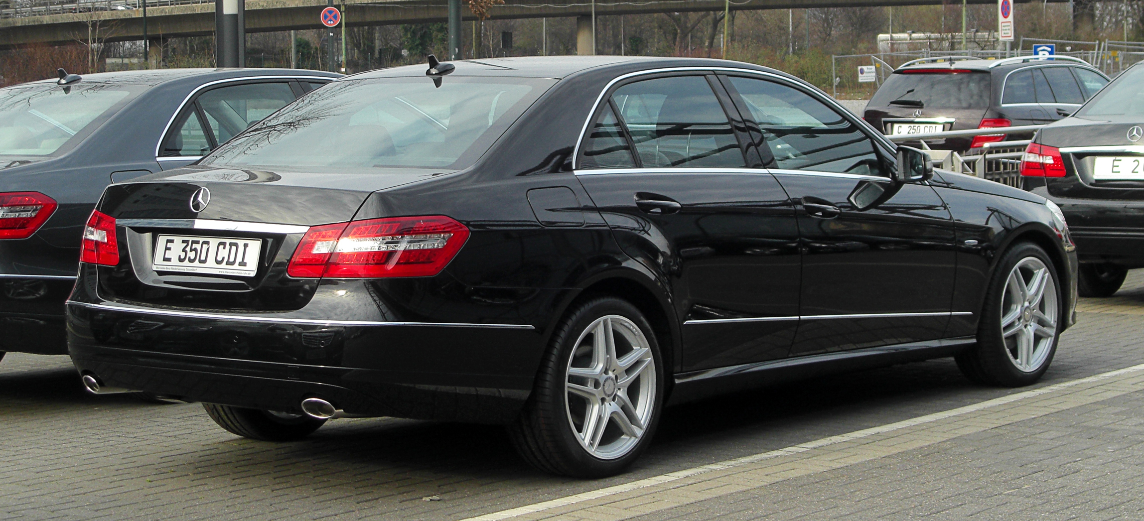 mercedes benz e 350 cdi blueefficiency photos and comments. Black Bedroom Furniture Sets. Home Design Ideas