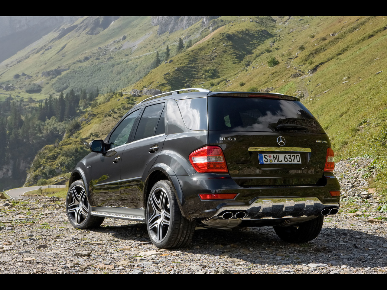 mercedes benz ml 63 amg photos and comments. Black Bedroom Furniture Sets. Home Design Ideas