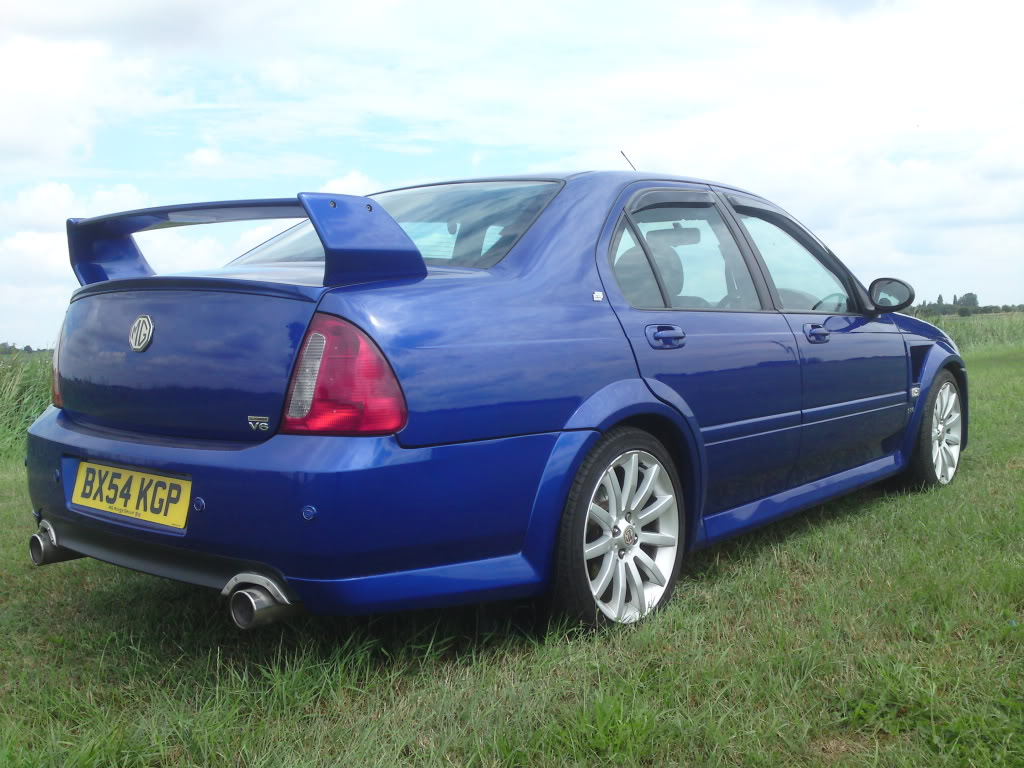 Mg Zs Saloon Photos And Comments Www Picautos Com