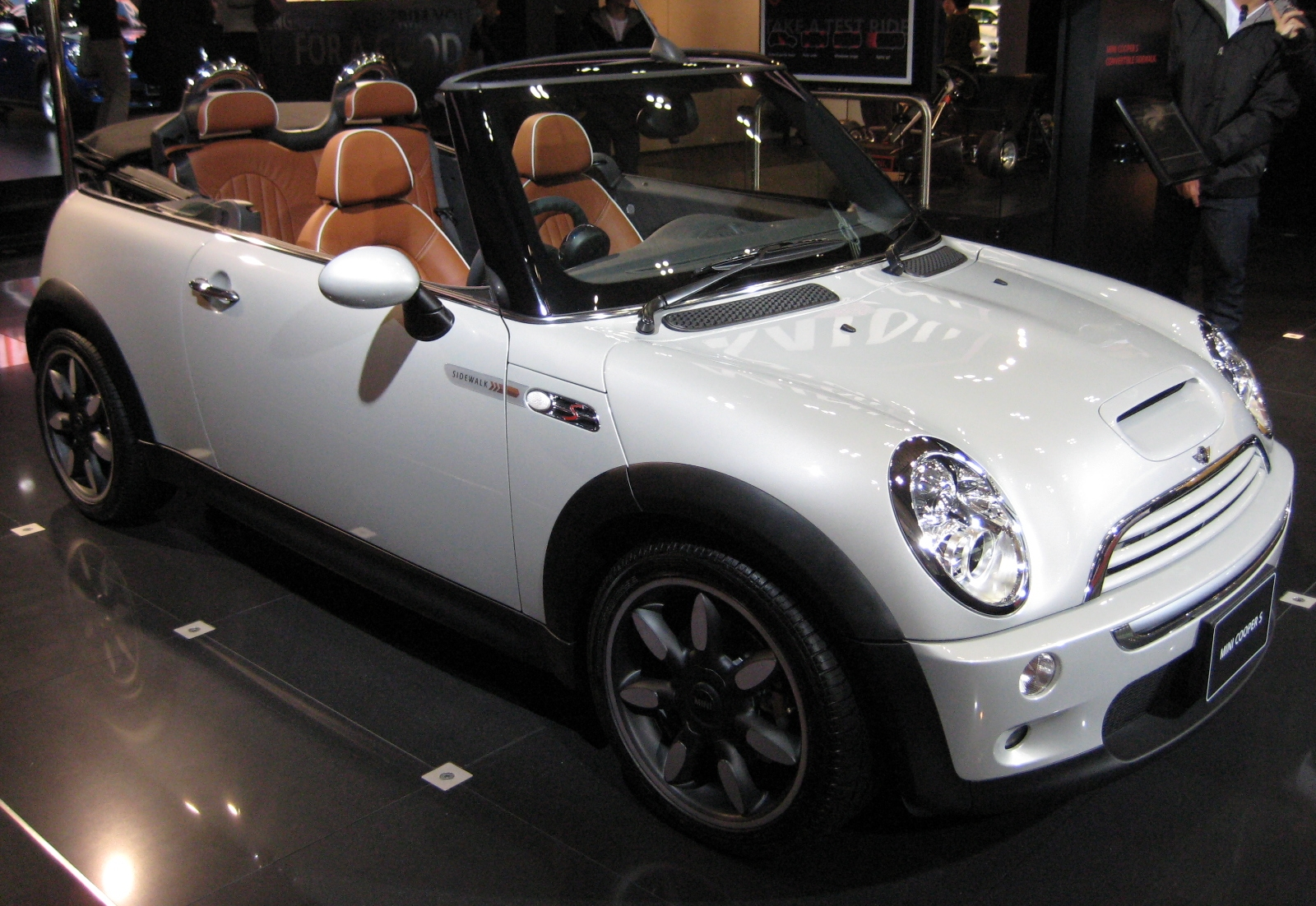 mini cooper s convertible automatic photos and comments. Black Bedroom Furniture Sets. Home Design Ideas