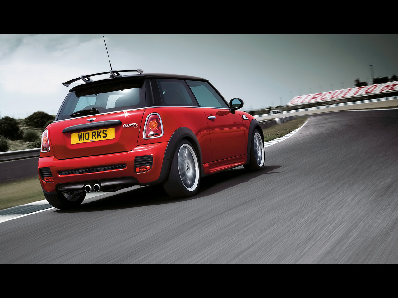 mini cooper s john cooper works photos and comments. Black Bedroom Furniture Sets. Home Design Ideas