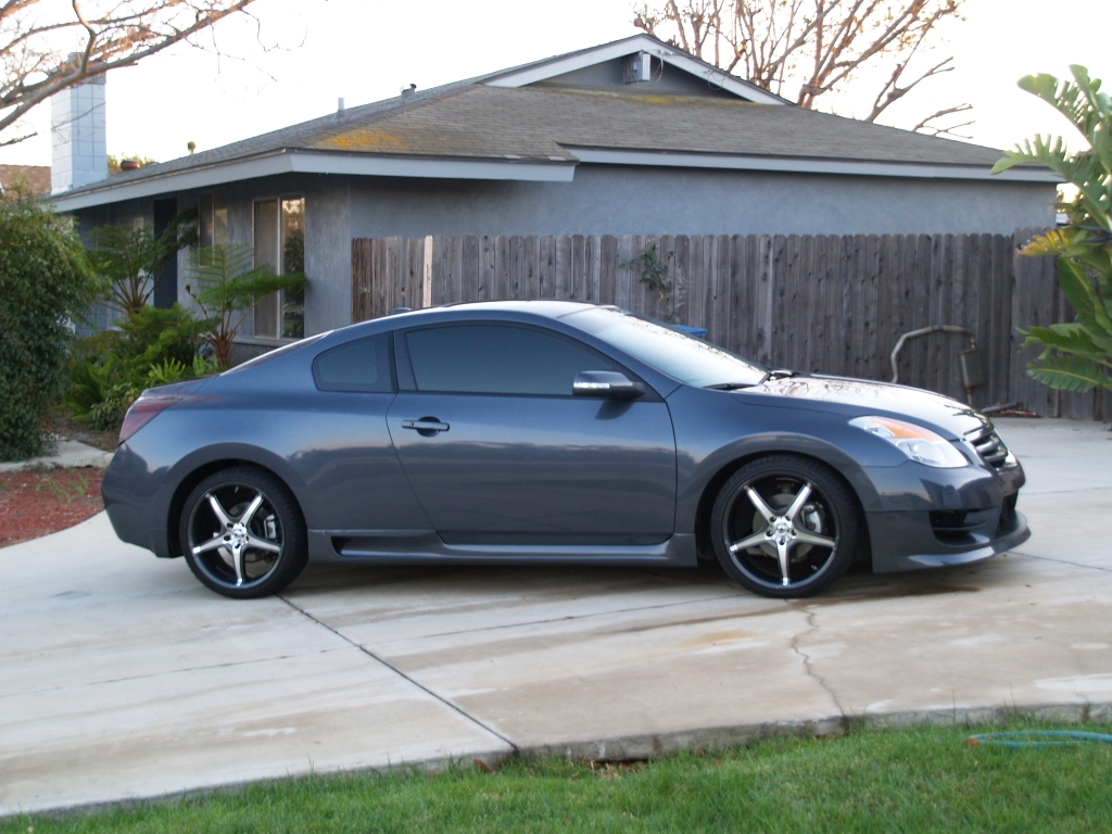 nissan altima coupe 3 5 se photos and comments. Black Bedroom Furniture Sets. Home Design Ideas