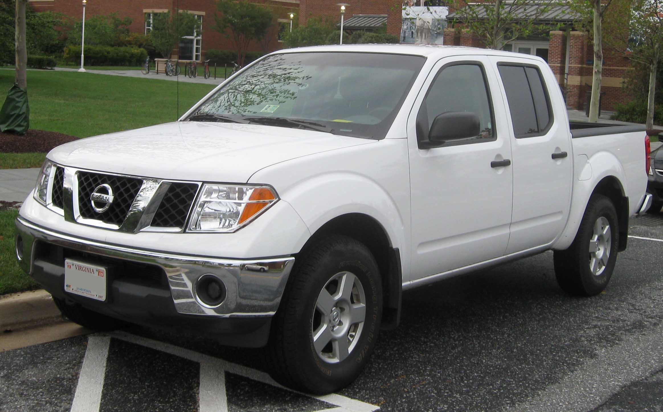 nissan frontier crew cab se-pic. 1