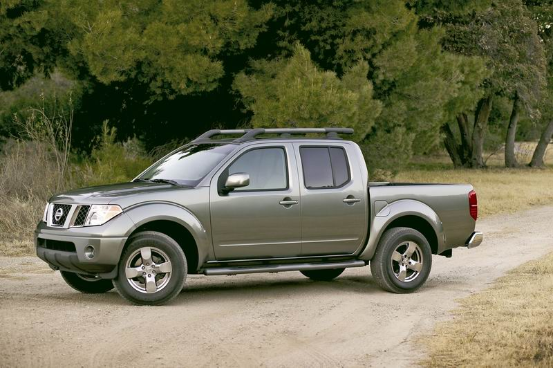 nissan frontier crew cab se-pic. 3