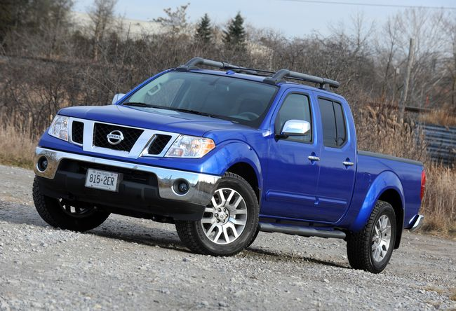 nissan frontier crew cab sl-pic. 3