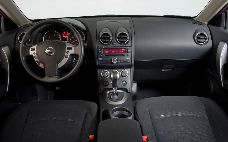 nissan rogue s-pic. 2