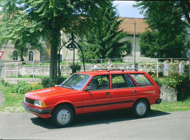 peugeot 305 estate-pic. 1