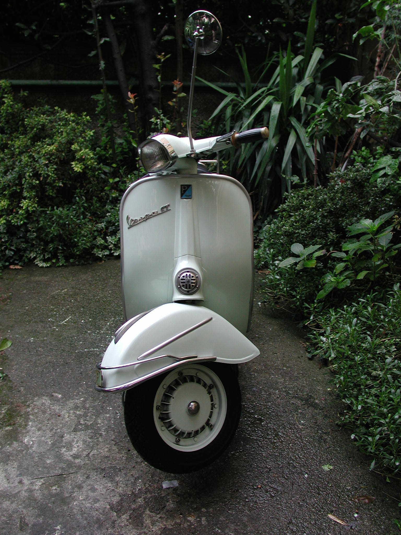piaggio vespa 125 gt photos and comments. Black Bedroom Furniture Sets. Home Design Ideas