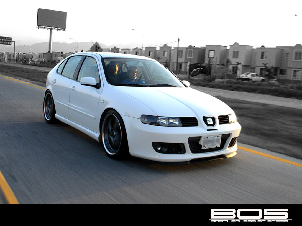 seat leon 1 8 t cupra r photos and comments. Black Bedroom Furniture Sets. Home Design Ideas