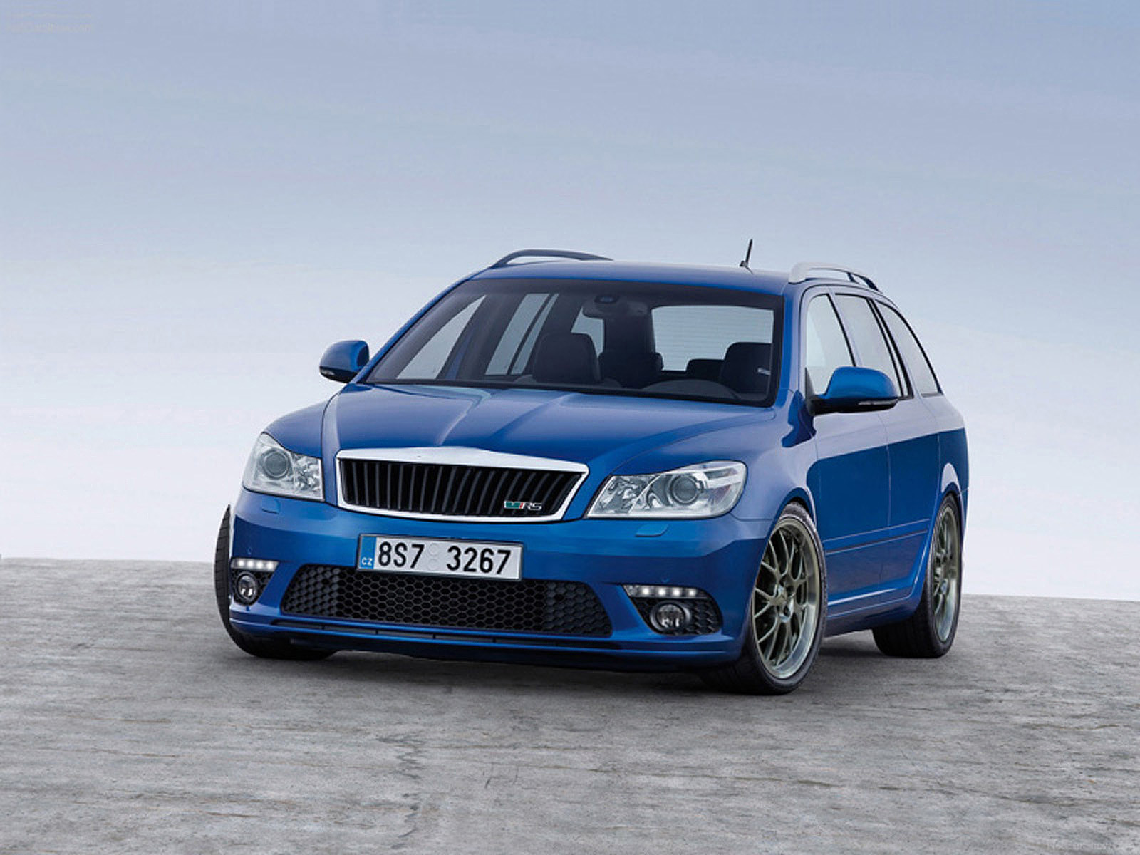 skoda octavia combi rs photos and comments. Black Bedroom Furniture Sets. Home Design Ideas