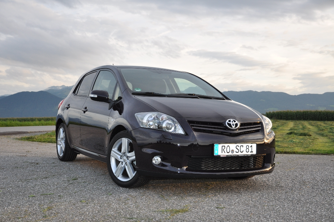 toyota auris 2 2 d cat photos and comments. Black Bedroom Furniture Sets. Home Design Ideas