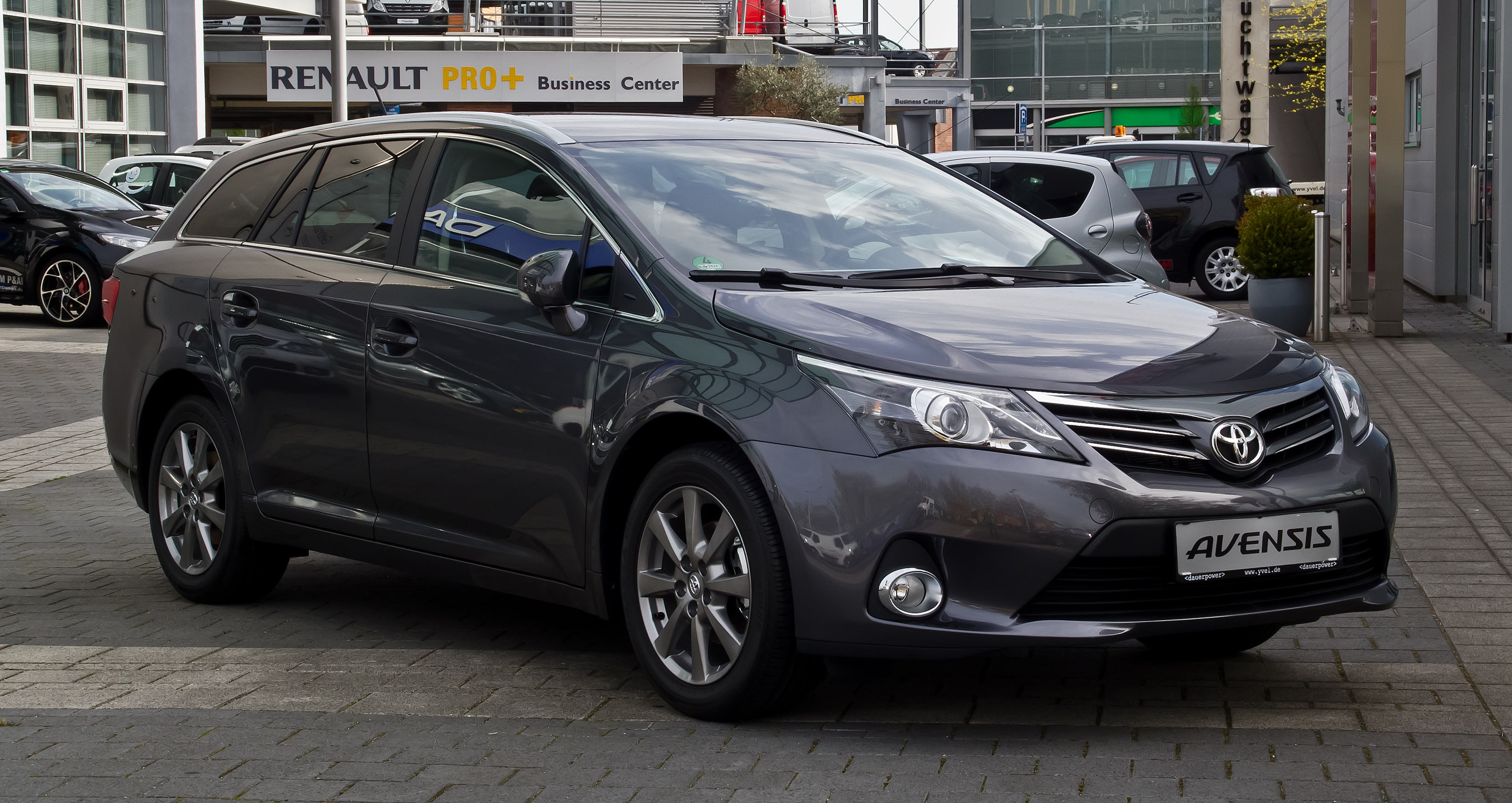 toyota avensis 1 8 combi photos and comments. Black Bedroom Furniture Sets. Home Design Ideas