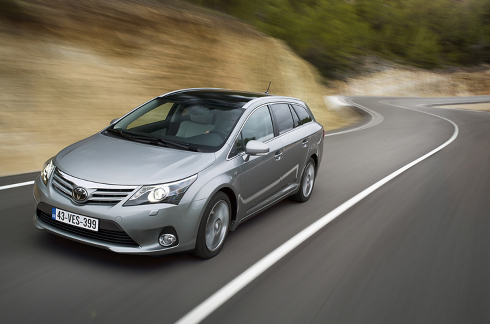toyota avensis 2.0 d-pic. 3