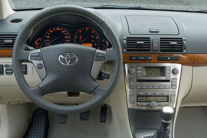 toyota avensis 2.2 d-4d-pic. 1