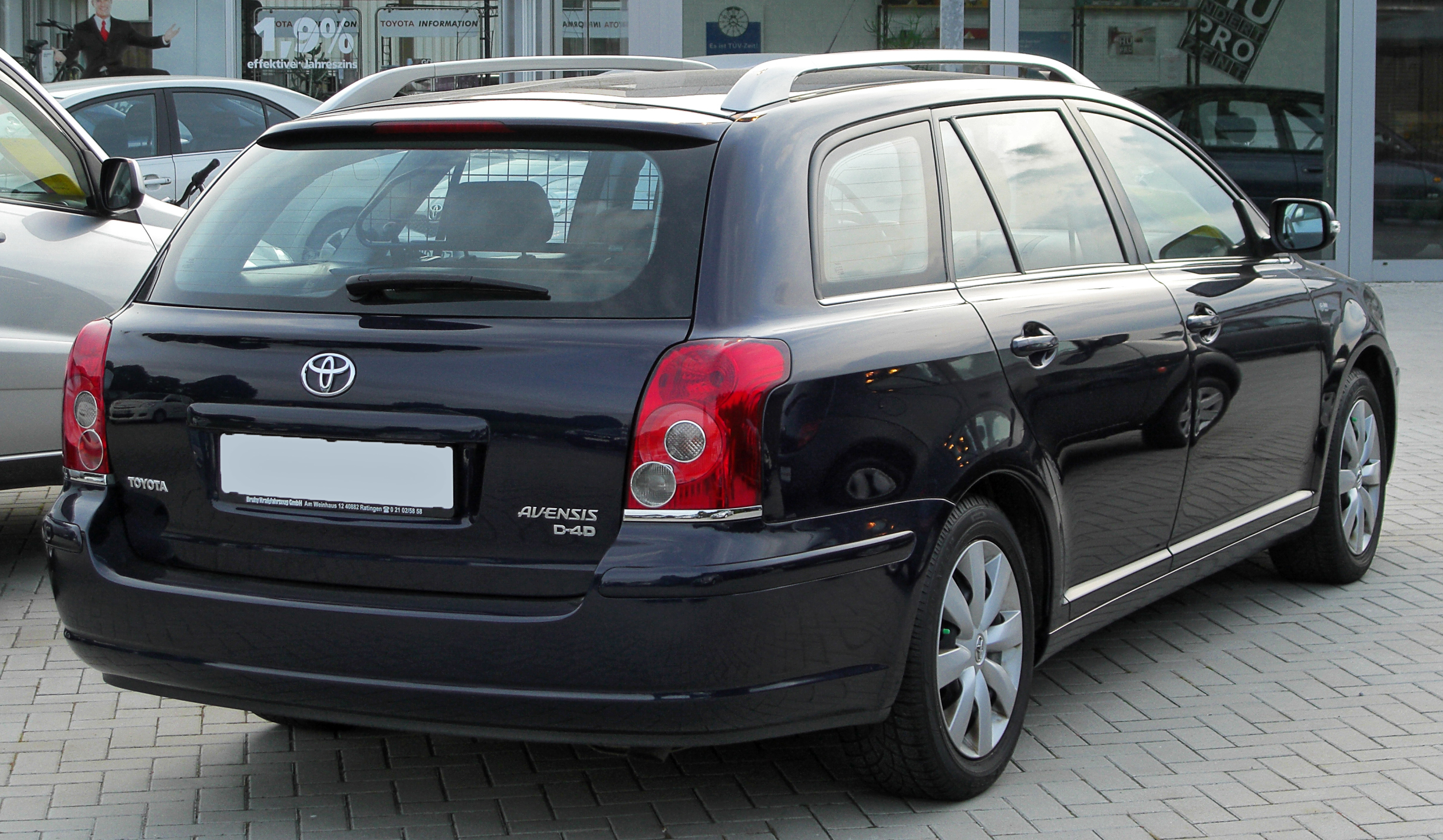 toyota avensis kombi photos and comments. Black Bedroom Furniture Sets. Home Design Ideas