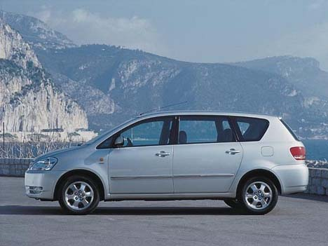 toyota avensis verso-pic. 1