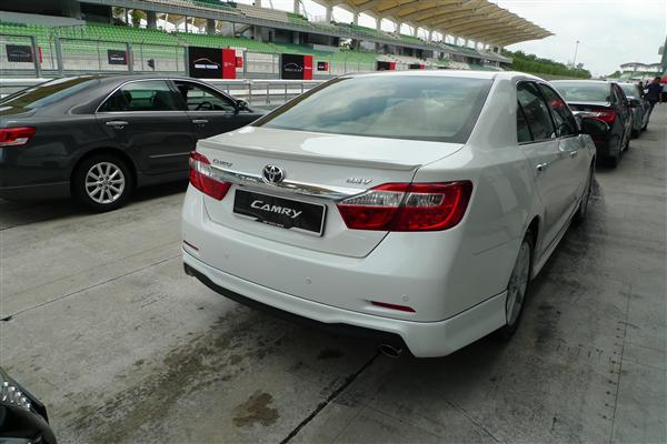 toyota camry 2.5 at-pic. 2