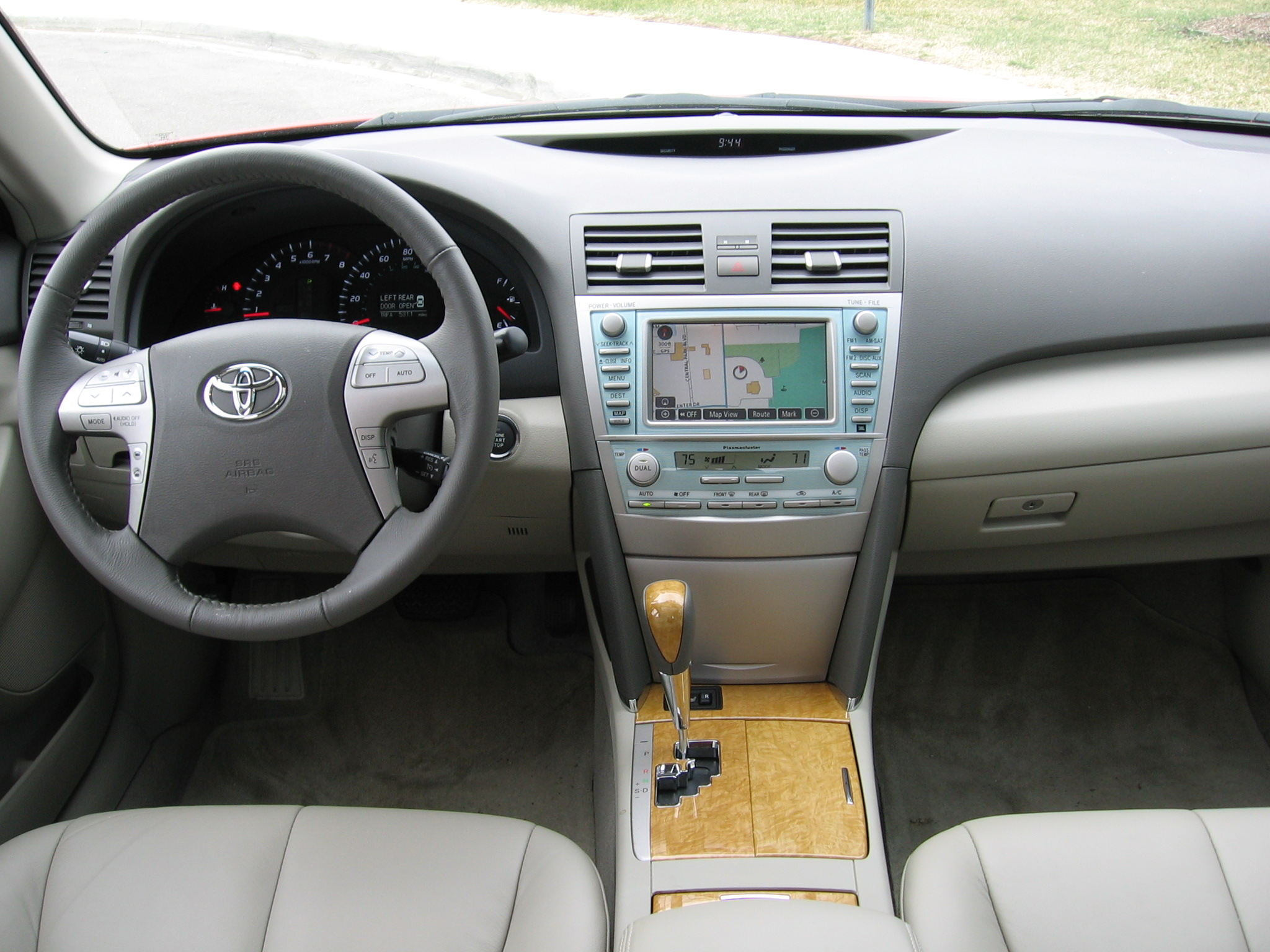 toyota camry xle v6-pic. 1