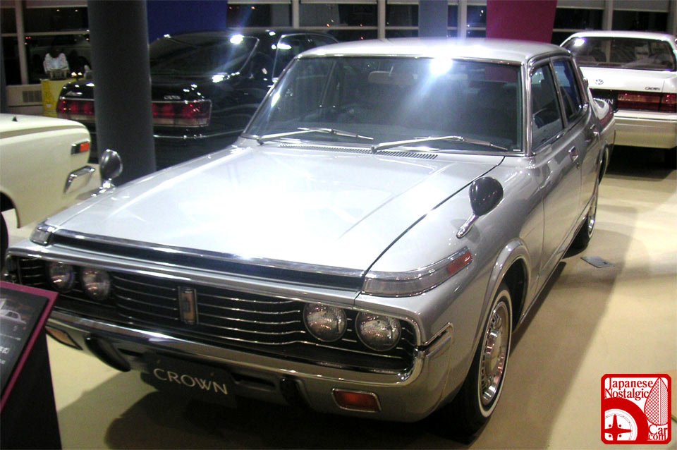 toyota crown sedan-pic. 3