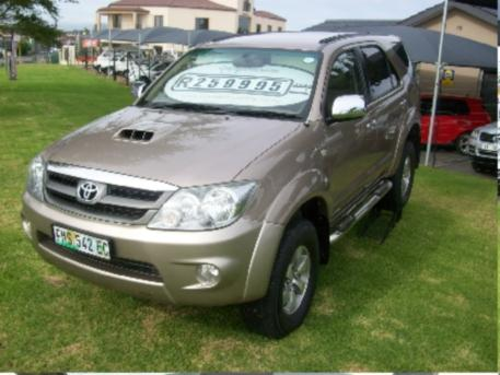 toyota fortuner 3.0 d-4d 4x4-pic. 1