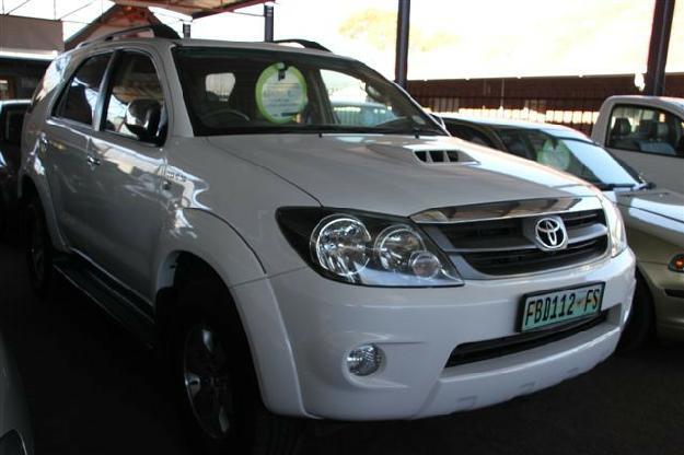 toyota fortuner 3.0 d-4d 4x4-pic. 2