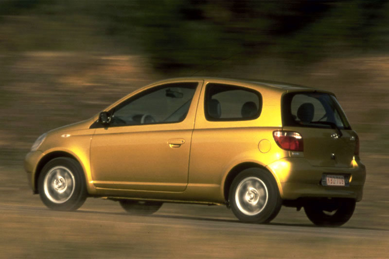 toyota yaris 1 0 eco photos and comments. Black Bedroom Furniture Sets. Home Design Ideas